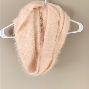 ✨3 for 15✨ Light pink fuzzy scarf